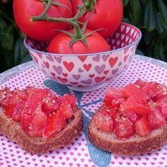 Bruchettas de tomates à l'estragon Grapefruit, Strawberry, Veggies, Parfait, Food, Sauces, Toast, Italian Cuisine, Vegetarian Cooking