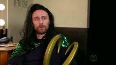 findet eigentlich sonst noch wer - außer mir - dass Tom mit dem Bart und der Perücke aussieht wie Richard Armitage in Hobbit? (Als Thorin)