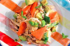 Insalata di pollo, papaia e avocado