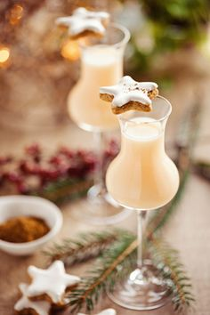 Learn how to make this incredible Bourbon eggnog and get ready for a perfect Christmas party. Christmas Dishes, Christmas Time, Xmas, Christmas Ideas, Eggnog Recipe, Easy Cocktails, Cocktail Recipes, Beautiful Fruits, Recipes