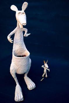 Canguro y burro, referencia de tamaño.