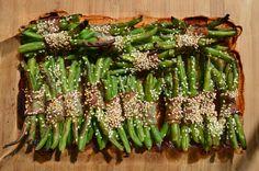 Hozzávalók: zöldbab szezámmag bacon só, bors 1 ek. olívaolaj Elkészítés: Asparagus, Bacon, Lunch, Vegetables, Food, Meal, Lunches, Eten, Vegetable Recipes