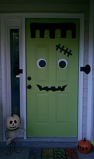 Absolutely Adorable DYI! Imagine what you could do with a red door for Christmas!!!!