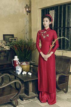 5-mau-ao-dai-gam-trang-nha-cho-tan-nuong-3 Vietnamese Clothing, Vietnamese Dress, Vietnamese Traditional Dress, Traditional Dresses, Traditional Wedding, Ao Dai Wedding, Geisha, Asian Fashion, Indian Outfits