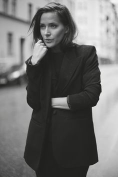 I LOVE FILLIPA K Casual Outfits, Fashion Outfits, Womens Fashion, All Black, Black And White, Shades Of Grey, Work Fashion, Style Guides, What To Wear