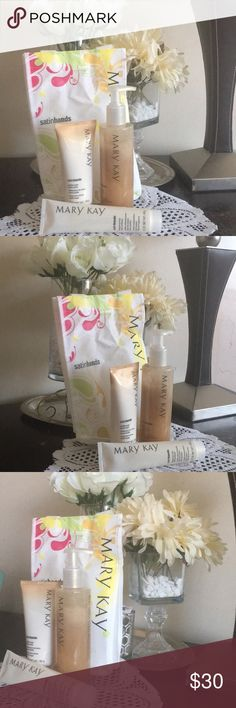 Mary Kay satin hands vanilla New in package, This Mary Kay satin hands vanilla and all the other variety of satin hands need no introduction if you have tried this before you already know this is a great product for your hands. This satin hands series comes with the satin hands softener hand cream and the sugar smoothie hand scrub... Your hands will feel satiny smooth with this easy 3 step signature to do. Please view pics for more info... again this is the vanilla scent. Thank you and enjoy…
