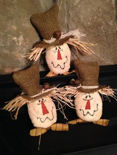 The cutest little scarecrow I have ever seen. They are sure to put a smile on your face or someone you may give one to. Each is handmade using my own pattern and each has his own personality and expression, making them a great fall decoration or a sweet gift to give someone. They are made from muslin that has been stained with my own coffee solution. Each face is hand painted and stitched. They all have raffia straw as hair and all wearing a burlap hat with cheesecloth wrapped around and a…