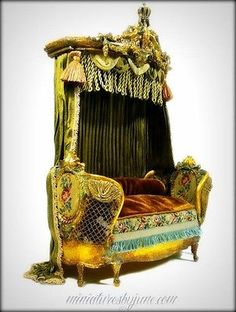 Miniature Dollhouse Rococo Daybed Settee