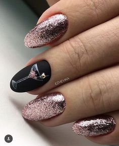 paper faces: new year& manicure! Source by whoppebernier The post paper faces: new year& manicure! Xmas Nails, New Year's Nails, Christmas Nails, Glitter Nails, Prom Nails, Christmas Ideas, Manicure Nail Designs, Nail Manicure, Nail Art Designs