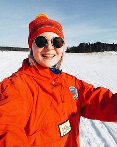 Mitä retrompi hiihtoasu sen parempi  ja sanokaa mitä tahansa mun mielestä hiihto on cool  koska sä oot viimeksi vetänyt sukset jalkaan? . . . . . . #retrooutfit #skiing #snowseason #snowsports #porvoo #porvoonjoki #visitporvoo #winteroutfit #wintersports #finnishwinter #finland #winter #goodvibesonly #scandinavianwinter #scandinavianstyle #mystyle #nouwblogger #nouwinfluencer #fashionstatement #oldtownporvoo #