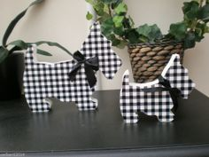 VINTAGE SHABBY CHIC CHECKED BLACK & WHITE SCOTTIE DOG LARGE & MED SIZED-PACK  £7.50 FOR THE SET