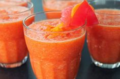 "Grapefruit is an excellent weight loss aid. Remember the very popular grapefruit diet that was all the rage back in the late eighties? ""Magical Elixir For Weight Loss"". Smoothie Drinks, Healthy Smoothies, Healthy Drinks, Smoothie Recipes, Healthy Recipes, Healthy Food, Healthy Detox, Happy Healthy, Smoothie Diet"