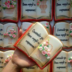 217 отметок «Нравится», 9 комментариев — ольга гладких (@olegra7) в Instagram: «Пряник -книжка для тех, кто учит наших детей #имбирныепряникикараганда #пряникиназаказкараганда…»