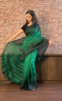 Saree Designs Party Wear, Bridal Blouse Designs, Crepe Saree, Silk Sarees, Indian Fashion, Women's Fashion, Plain Saree, Saree Look, Latest Sarees