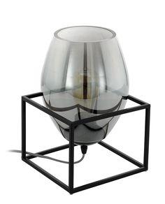 Olival 1 er en nydelig bordlampe fra Eglo. Lampen har en skjerm i røykfarget glass med form av et rødvinglass som hviler i en sortfarget ramme i metall. Strømkabelen er flettet i sort og hvitt og har av/på-bryter.