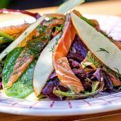 Salade de pousses d'épinard et saumon - une recette Équilibre