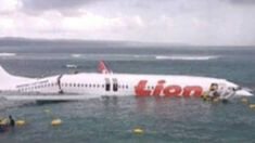 airpane landing on ocean - Google Search #aviationhumorraybans Aviation Technology, Aviation Humor, Cheap Tickets, Landing, Ocean, Google Search, Tips, Advice, Sea