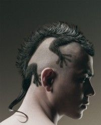 Best Mohawk Ever! Mohawk haircut looks like gecko - lizard is awesome! Lizard Haircut, Rat Tail Haircut, Haircut Funny, Haircut 2017, Creative Hairstyles, Cool Hairstyles, Hairstyles 2016, Hairstyle Ideas, Tail Hairstyle