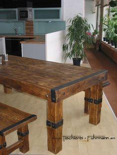 Rustic Style - Eichen Altholzmöbel aus massivem Eichenholz in rustikaler Ausführung mit Schmiedeeisenbeschlägen - Massivholztisch in Eiche rustikal