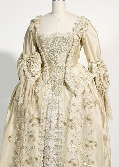 Celebrities who wear, use, or own Penny Rose Elizabeth Swann's Marriage Dress. Also discover the movies, TV shows, and events associated with Penny Rose Elizabeth Swann's Marriage Dress. 18th Century Clothing, 18th Century Fashion, Vintage Gowns, Vintage Outfits, Vintage Fashion, Antique Clothing, Historical Clothing, Rococo Fashion, Marriage Dress