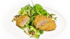 Schweinefilet einmal ganz anders: Mit Kräutern paniert und mit Salat serviert.  Das ist feinste Hausmannskost à la Schuhbeck.