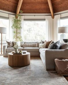 Home Living Room, Living Room Designs, Living Room Decor, Living Spaces, Transitional Living Rooms, Modern Living, Living Room Inspiration, Traditional House, Great Rooms