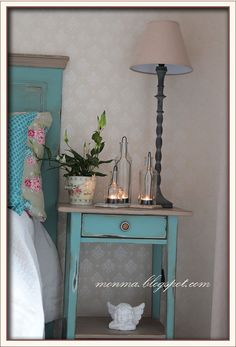 Gorgeous! So doing this when im bored with my IKEA Hemnes night desks.