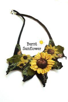 VERBRANNTE Sonnenblumen Fiber Kunst Bib Halskette von BeachsideBits, $55.00