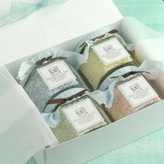 These are Sprinkle Jar Combo Pack from Magnolia Bakery Online Store. Also perfect for bath salts, bath tea, loose powders. Spices Packaging, Gift Packaging, Packaging Ideas, Jar Gifts, Food Gifts, Icebox Desserts, Gifts For A Baker, Bath Tea, Bed Linen Design