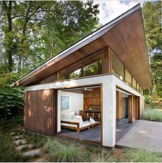 We already got Modern Tiny House on Small Budget and will make you swon. This Collections of Modern Tiny House Design is designed for Maximum impact. Big Pools, Design Exterior, Roof Design, Patio Design, Casas Containers, Modern Pools, Modern Patio, House Roof, Facade House