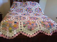 Esquisite Vintage large Yo Yo Quilt in excellent condition. Looks like a mosaic