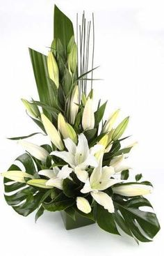 ideas flowers arrangements lily ikebana for 2019 Altar Flowers, Church Flowers, Funeral Flowers, Table Flowers, Silk Flowers, Wedding Flowers, Flowers Garden, Green Flowers, White Flowers