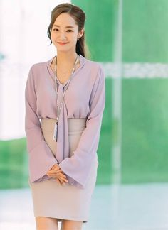 What's up with Secretary Kim? Park Min-Young is like a symbol … - corporate attire young professional Young Fashion, Work Fashion, Asian Fashion, Fashion Outfits, Corporate Attire, Corporate Fashion, Classy Work Outfits, Office Outfits, Secretary Outfits