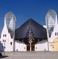 Onion House Theater - Mako, Hungary Organic Architecture, Contemporary Architecture, Architecture Design, Gaudi, Budapest, Architecture Organique, Heart Of Europe, Macedonia, Eastern Europe