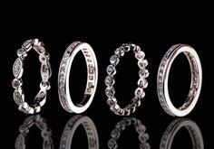 Das handgemachte Design dieses modischen, rhodinierten Ring Sets reflektiert den Silber Trend. Sie sind mit klaren, weissen Steinchen besetzt. Diese schlichten doch edlen Ringe können einzeln oder zusammen getragen werden. Kombinieren Sie einen oder mehrere zu jedem Outfit.  925er Sterling Silber Rhodium überzogen Zirkonia weiss