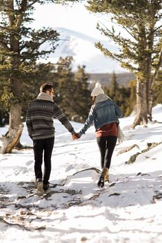 Engagement photos in the mountains with snow! It doesn't have to be summer for you to get outdoors and have some photos taken! Winter photos are so beautiful! Rocky Mountain National Park engagement session by Colorado and wyoming wedding photographer, Megan Lee Photography | Engagement Photos in Snow