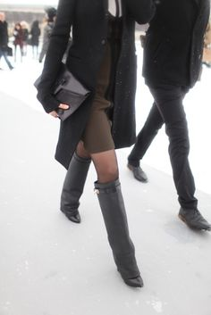 Givenchy boots and a FAB sleek and chic all-in-black look. This is a ME outfit for sure. Givenchy Shark, Givenchy Boots, Couture Week, Winter Wear, Look Cool, Business Women, Fashion News, Style Me, Shoe Boots