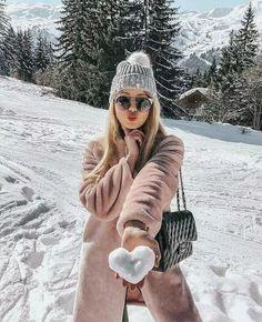winter outfits new york Fotos zum Nachbauen Snow Photography, Girl Photography Poses, Levitation Photography, Exposure Photography, Abstract Photography, Photography Captions, Travel Photography, Art Photography Women, Photography Camera