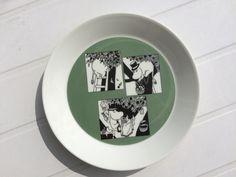 Mummi talerken grønn Moomin Mugs, Plates, Tableware, Green, Licence Plates, Dishes, Dinnerware, Griddles, Tablewares