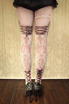 超華麗的《刺青絲襪》整個充滿中古世紀風