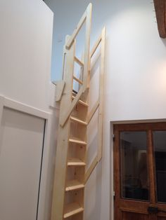 70 Amazing Loft Stair for Tiny House Ideas - Wholehomekover Stair Shelves, Stair Ladder, Tiny House Stairs, Loft Stairs, Cool Things To Build, Loft Room, Wooden Stairs, Attic Renovation, Attic Rooms
