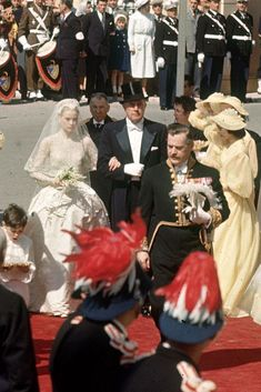10 Hidden Details You Didn t Know About Grace Kelly s Wedding Dress 27bd21427ee