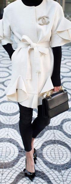 New Fashion Classic Elegant Coco Chanel Ideas Chanel Coat, Chanel Outfit, Chanel Fashion, Coco Chanel, White Fashion, New Fashion, Trendy Fashion, Fashion Trends, Fashion Hair