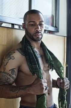 Omari Hardwick hahaa. He all tatted up! Who like their men clean n' who like their men inked??
