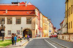 Kromeriz European Countries, Czech Republic, Prague, Cities, Places To Visit, Street View, Country, Rural Area, Country Music