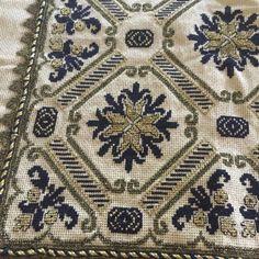 Gallery.ru / Фото #28 - 3232 - ergoxeiro Cross Stitch Borders, Counted Cross Stitch Patterns, Cross Stitch Charts, Cross Stitch Designs, Beaded Embroidery, Cross Stitch Embroidery, Embroidery Patterns, Hand Embroidery, Needlepoint Stitches