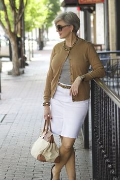 40 Fashionable White Denim Skirt Outfits Ideas Need to Try Fashion For Women Over 40, 50 Fashion, Look Fashion, Trendy Fashion, Fashion Outfits, Fashion Trends, Fashion 2018, Dress Fashion, Fashion Stores