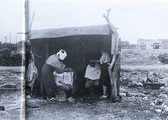 1945年(昭和20年)4月。焼け野原になっていますが、簡易的な理髪店を営業。大田区矢口付近。