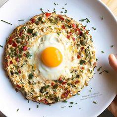 Las mejores recetas fitness y la mejor cocina saludable la encontrarás aquí. Hoy esta Tortilla de claras con pimientos, ajitos y huevo