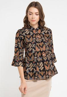 38 trendy sewing clothes blouses for women Sewing Clothes Women, Dress Clothes For Women, Blouse Batik, Batik Dress, Tunic Designs, Batik Fashion, Blouse Models, Blouse Outfit, Blouses For Women